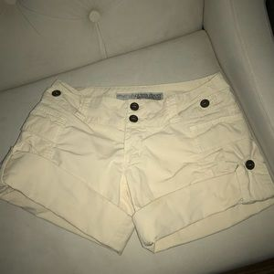 Guess jeans cream shorts